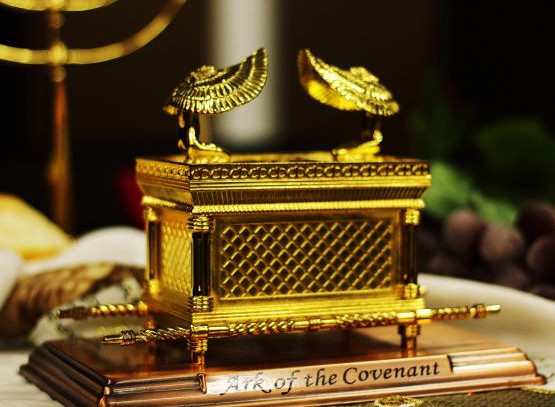 Scale model of the Ark of The Covenant that contained the Covenantal agreement between God and Israel-photo by Igor-Rodrigues-Ug2aF0-HmnE-unsplash
